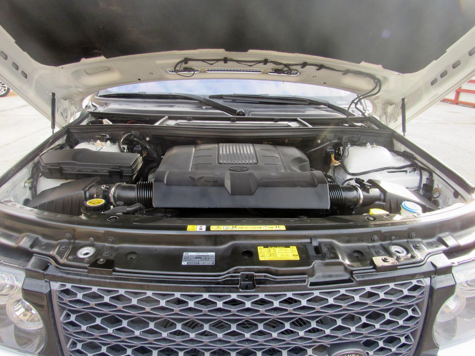 SALMF1D42CA360929 - 2012 Land Rover Range Rove 5.0L inside view