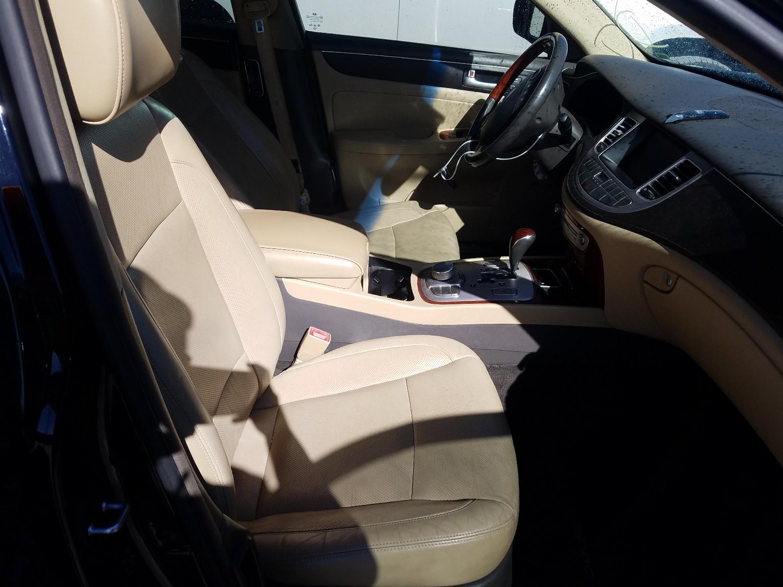 2012 Hyundai Genesis 4. 4.6L close up View