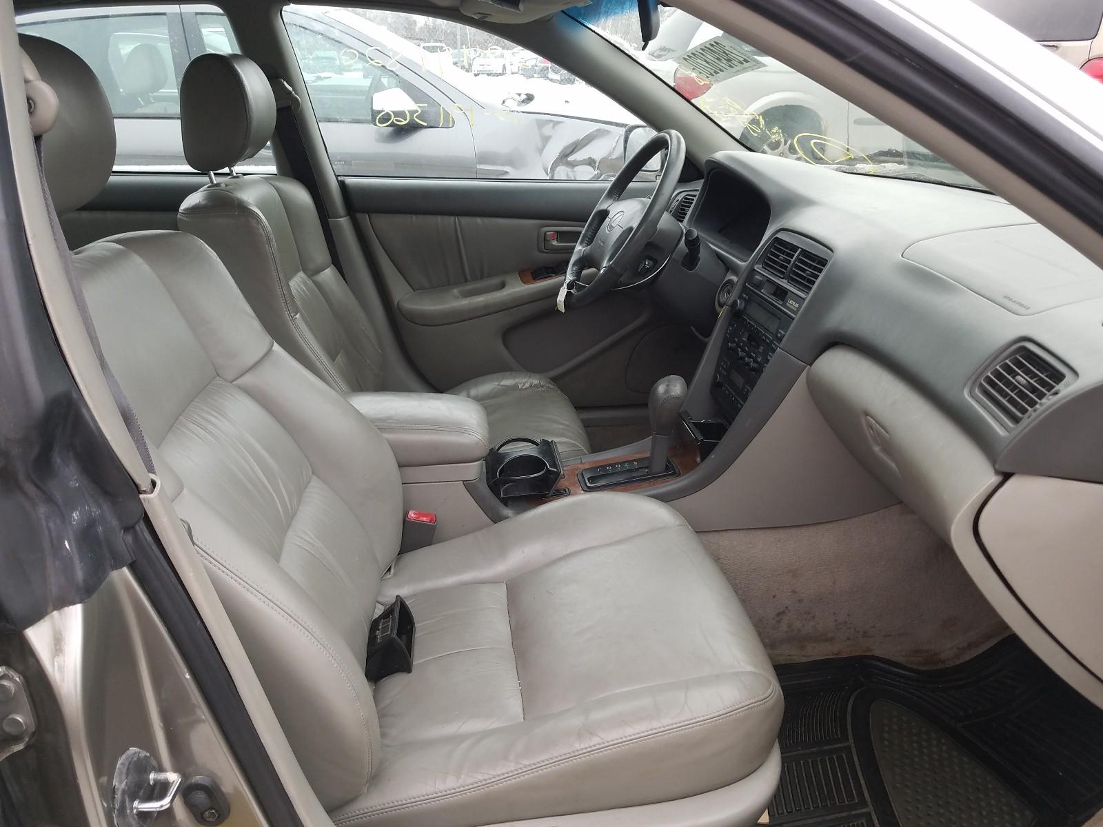 JT8BF28GXX0222882 - 1999 Lexus Es 300 3.0L close up View