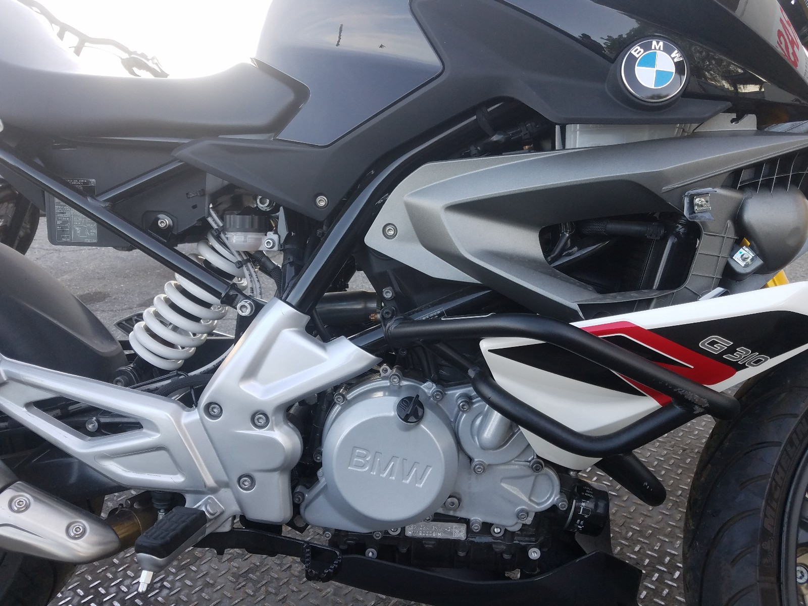 WB30G1105KR857854 - 2019 Bmw G310 R 1 close up View