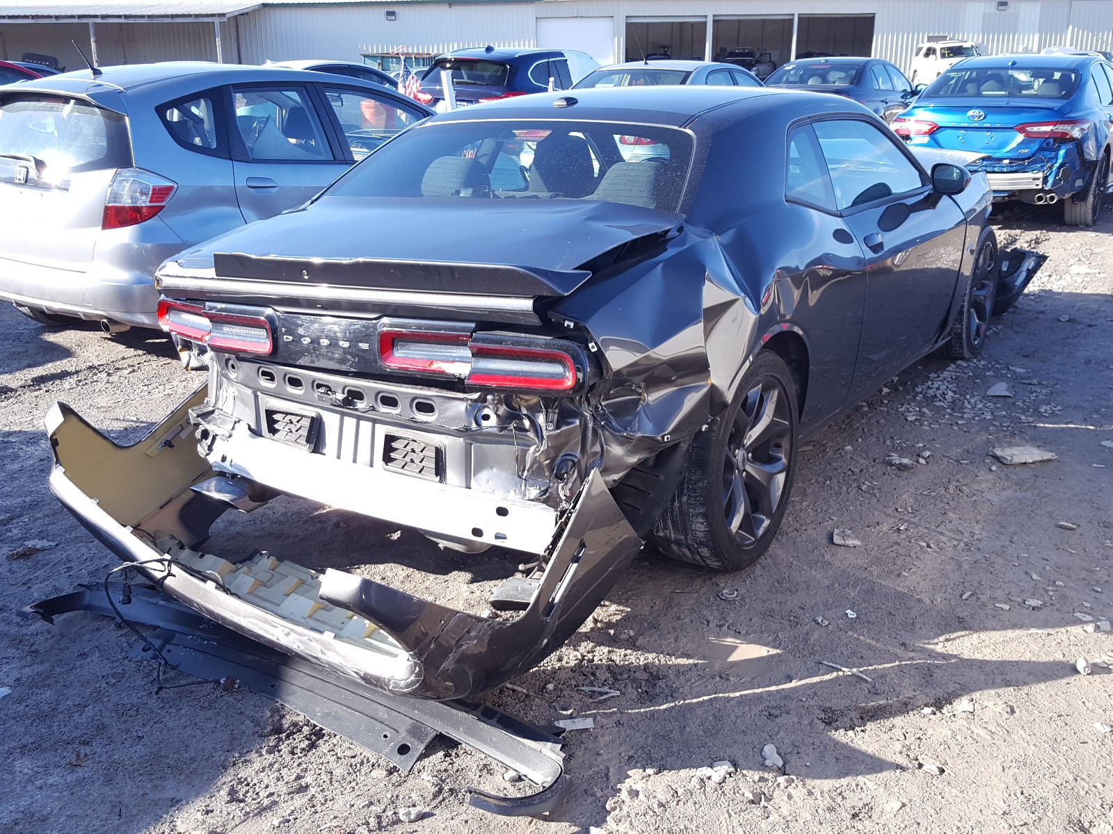 2C3CDZBT9KH583412 - 2019 Dodge Challenger 5.7L rear view