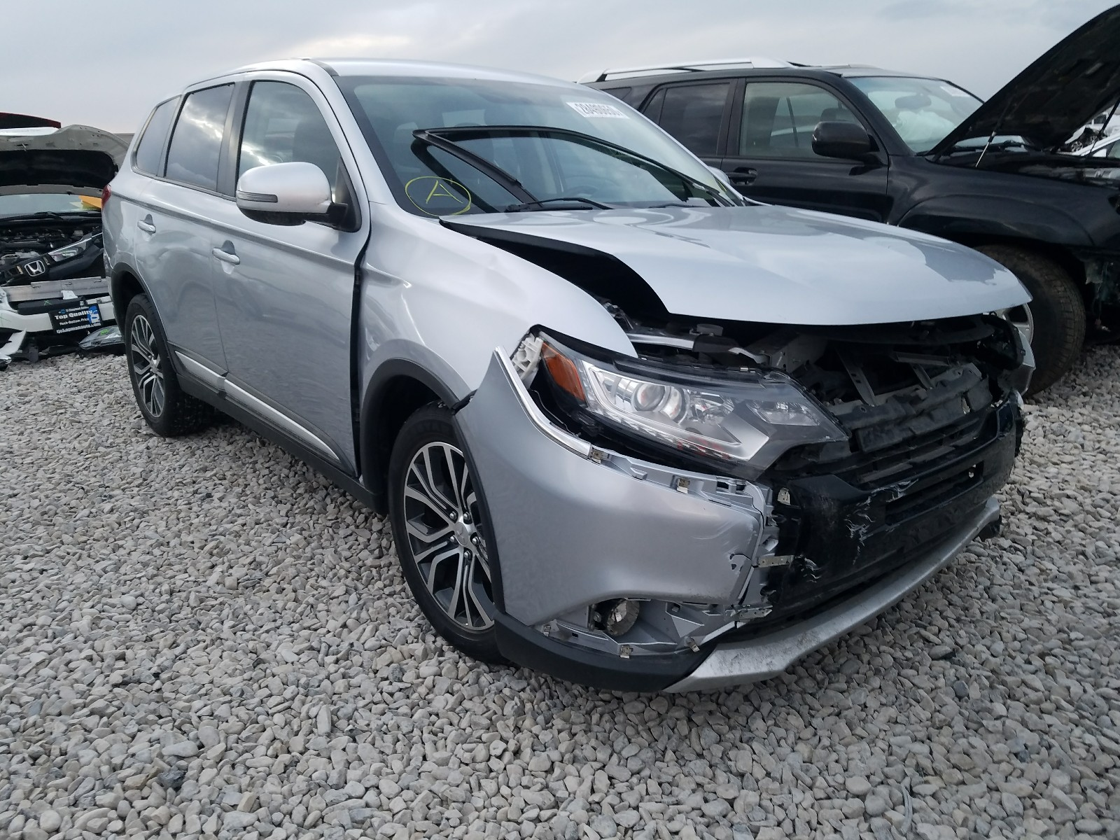 JA4AD3A37HZ043268 - 2017 Mitsubishi Outlander 2.4L Left View