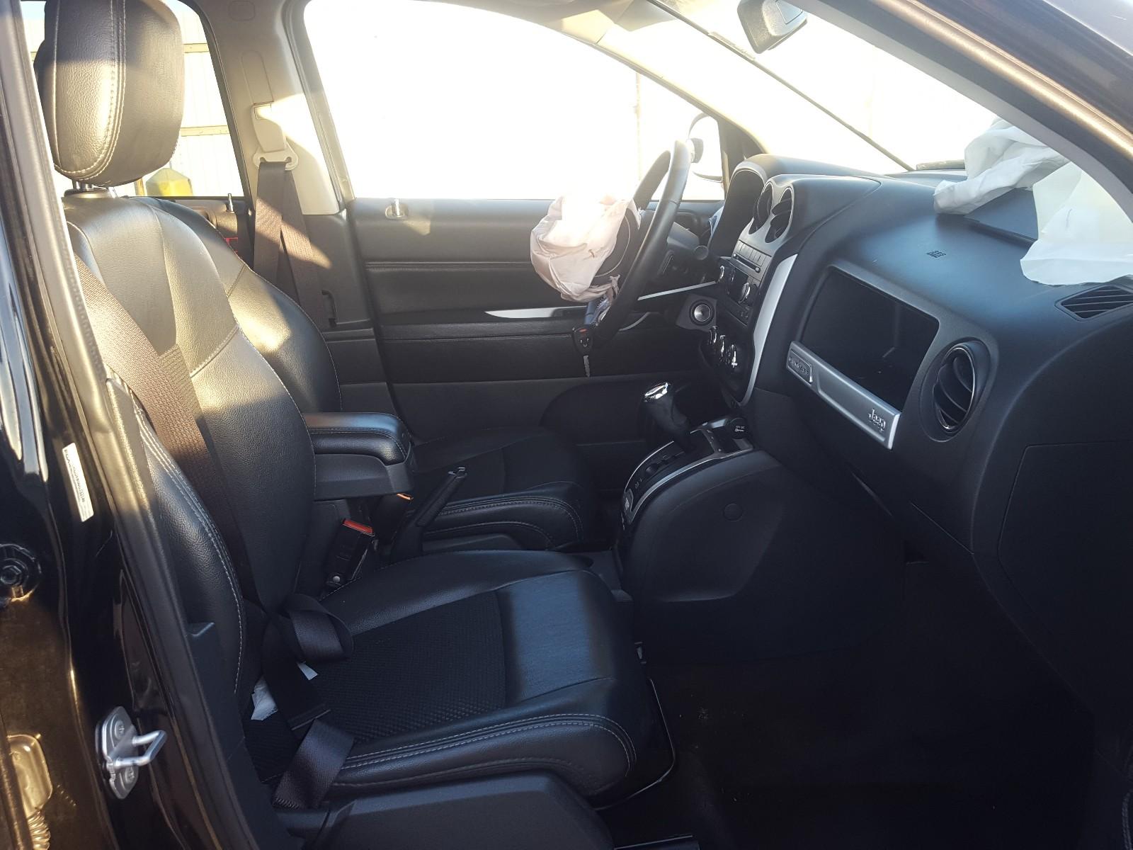 1C4NJDEB5GD733149 - 2016 Jeep Compass La 2.4L close up View