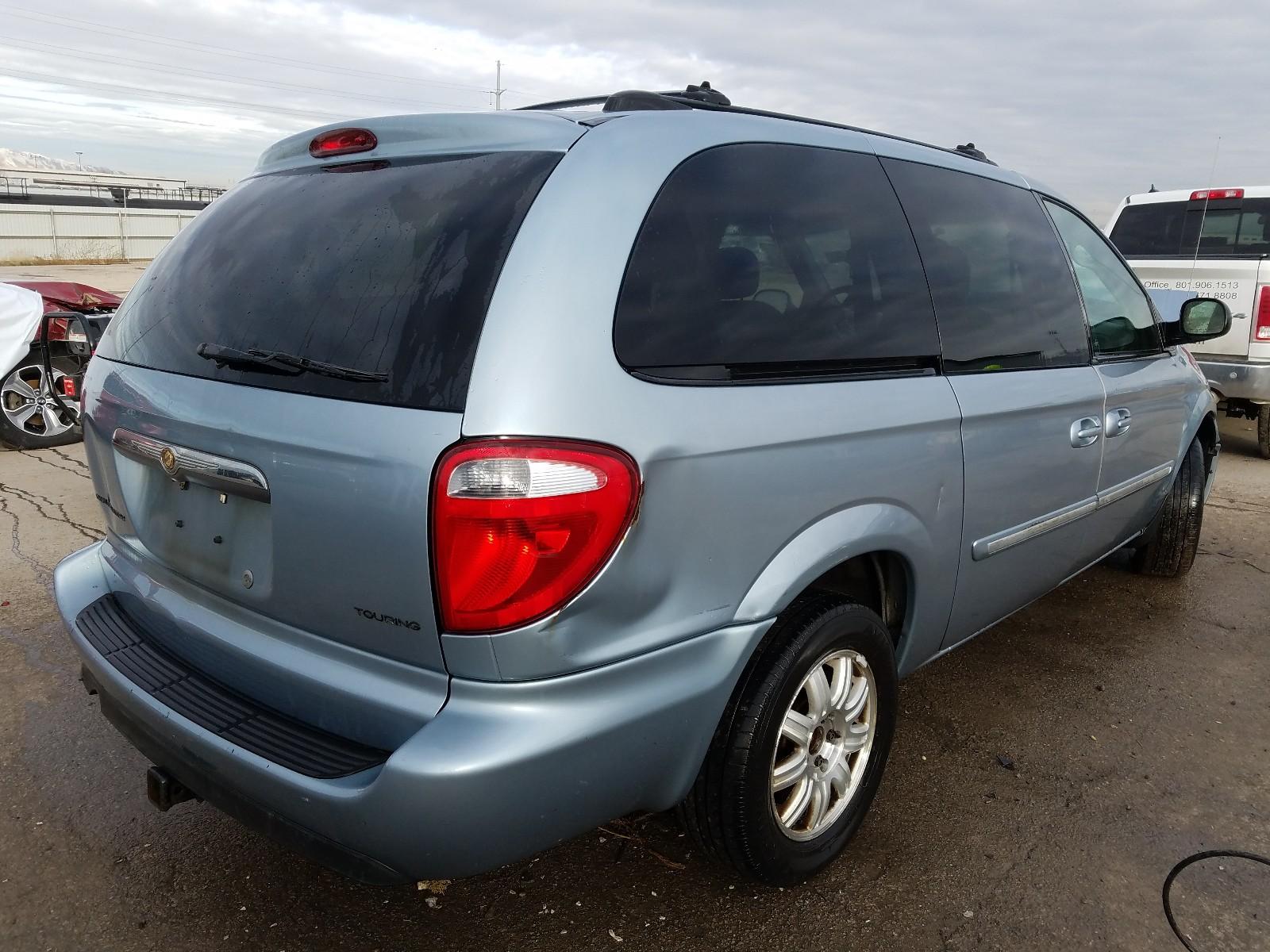 2C4GP54L75R600894 - 2005 Chrysler Town & Cou 3.8L rear view