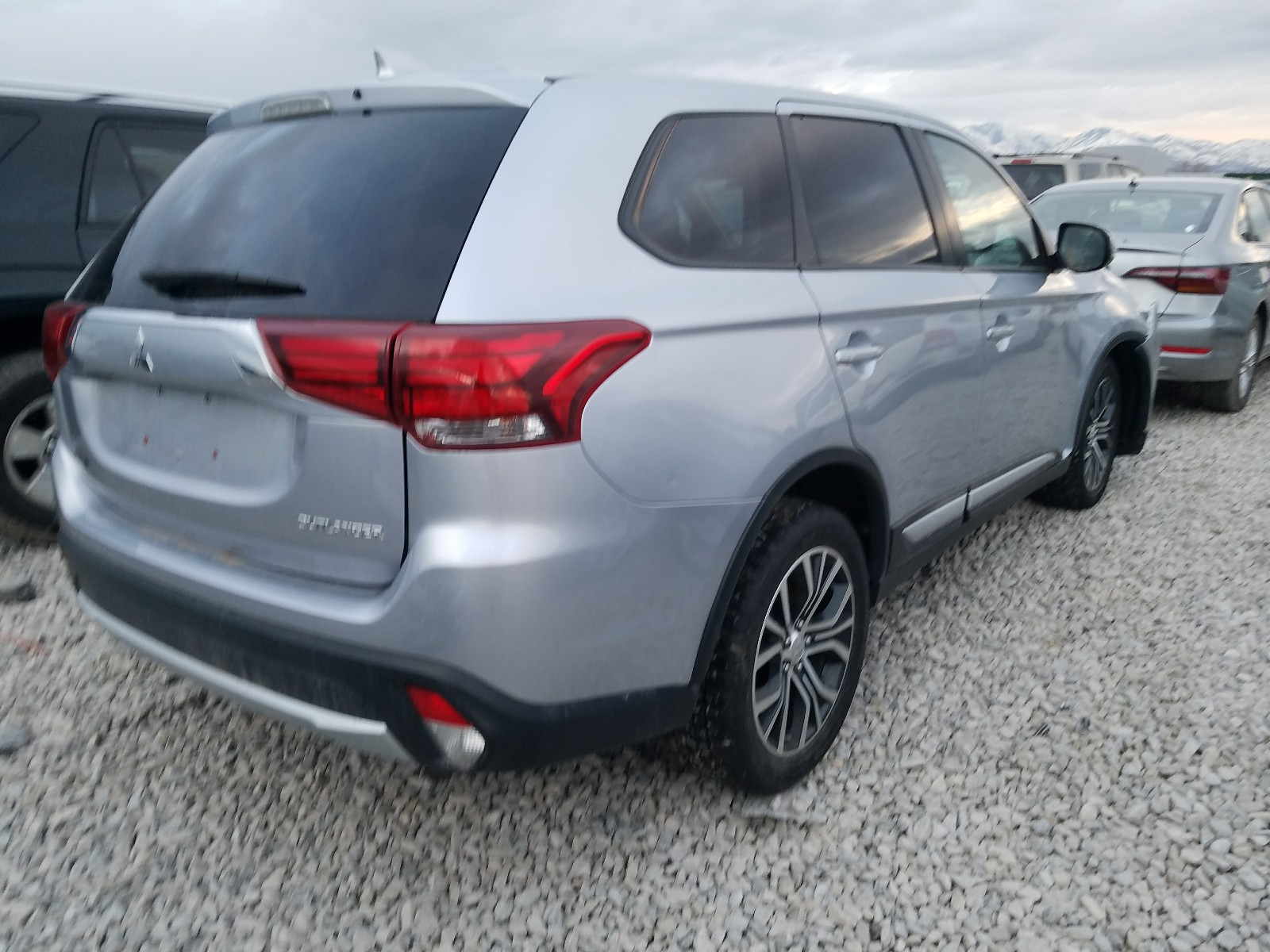 JA4AD3A37HZ043268 - 2017 Mitsubishi Outlander 2.4L rear view