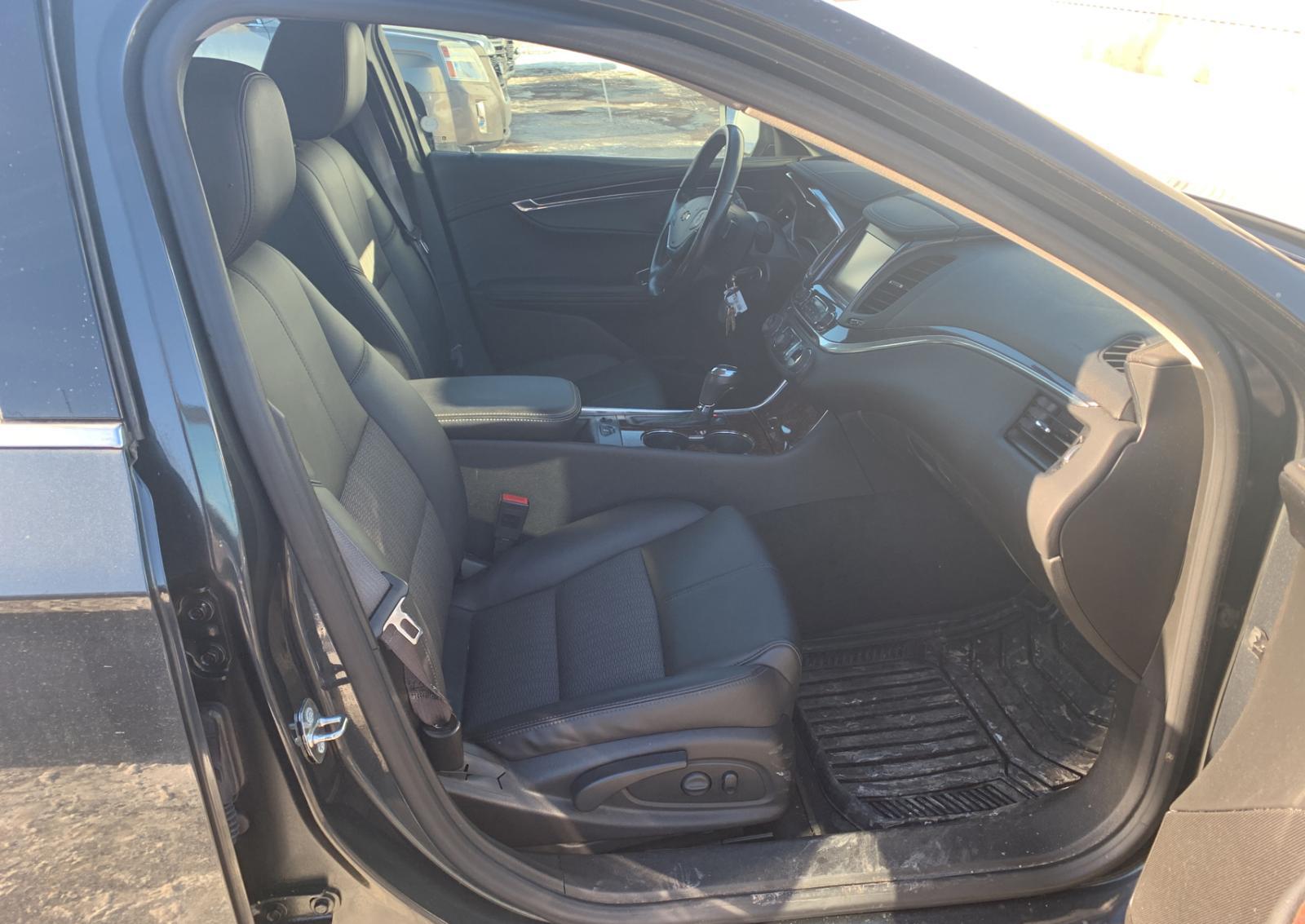 2G1125S37F9185464 - 2015 Chevrolet Impala Lt 3.6L close up View