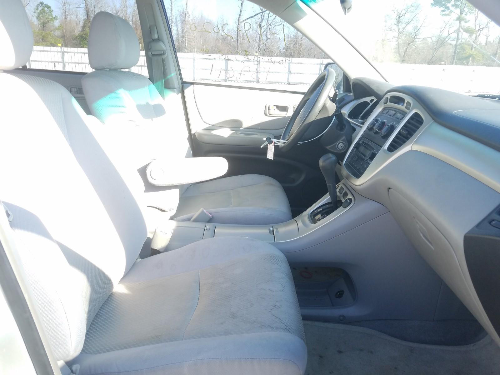 JTEGD21A060132850 - 2006 Toyota Highlander 2.4L close up View