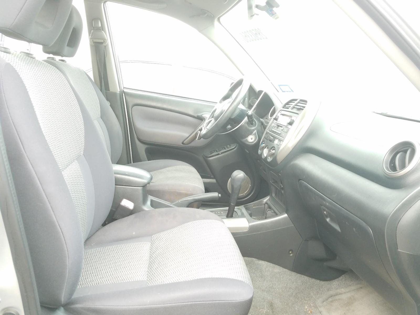 JTEGD20V740042385 - 2004 Toyota Rav4 2.4L close up View