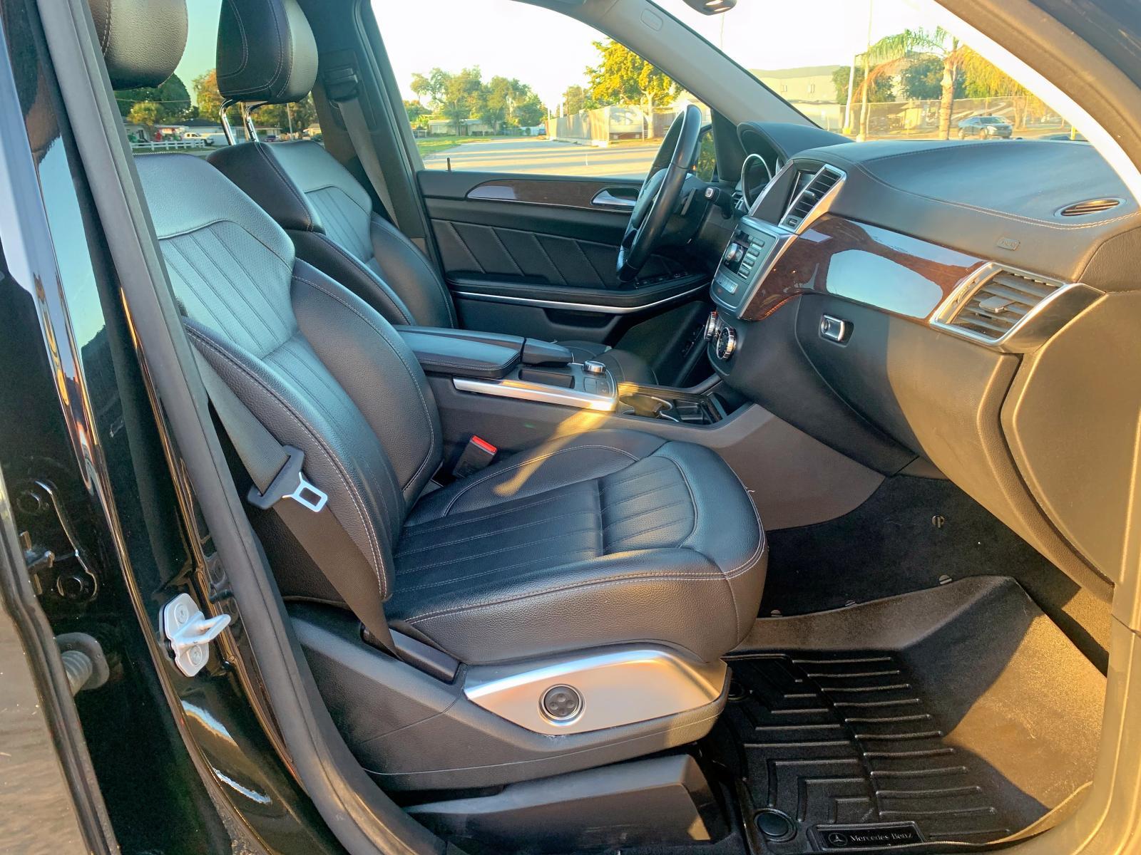 4JGDF7CE2DA152051 - 2013 Mercedes-Benz Gl 450 4Ma 4.6L close up View