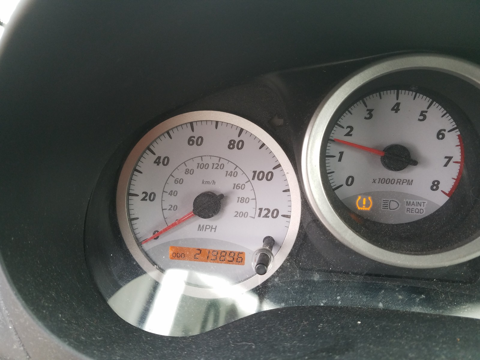 JTEGD20V740042385 - 2004 Toyota Rav4 2.4L front view