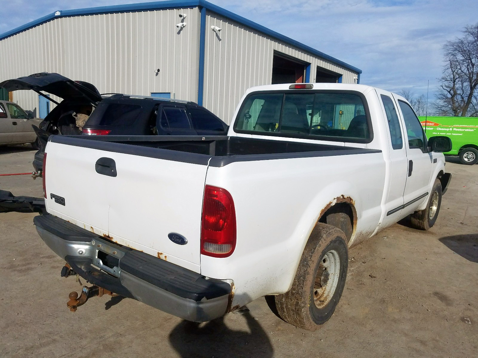 1FTNX20L6YEE39077 - 2000 Ford F250 Super 5.4L rear view