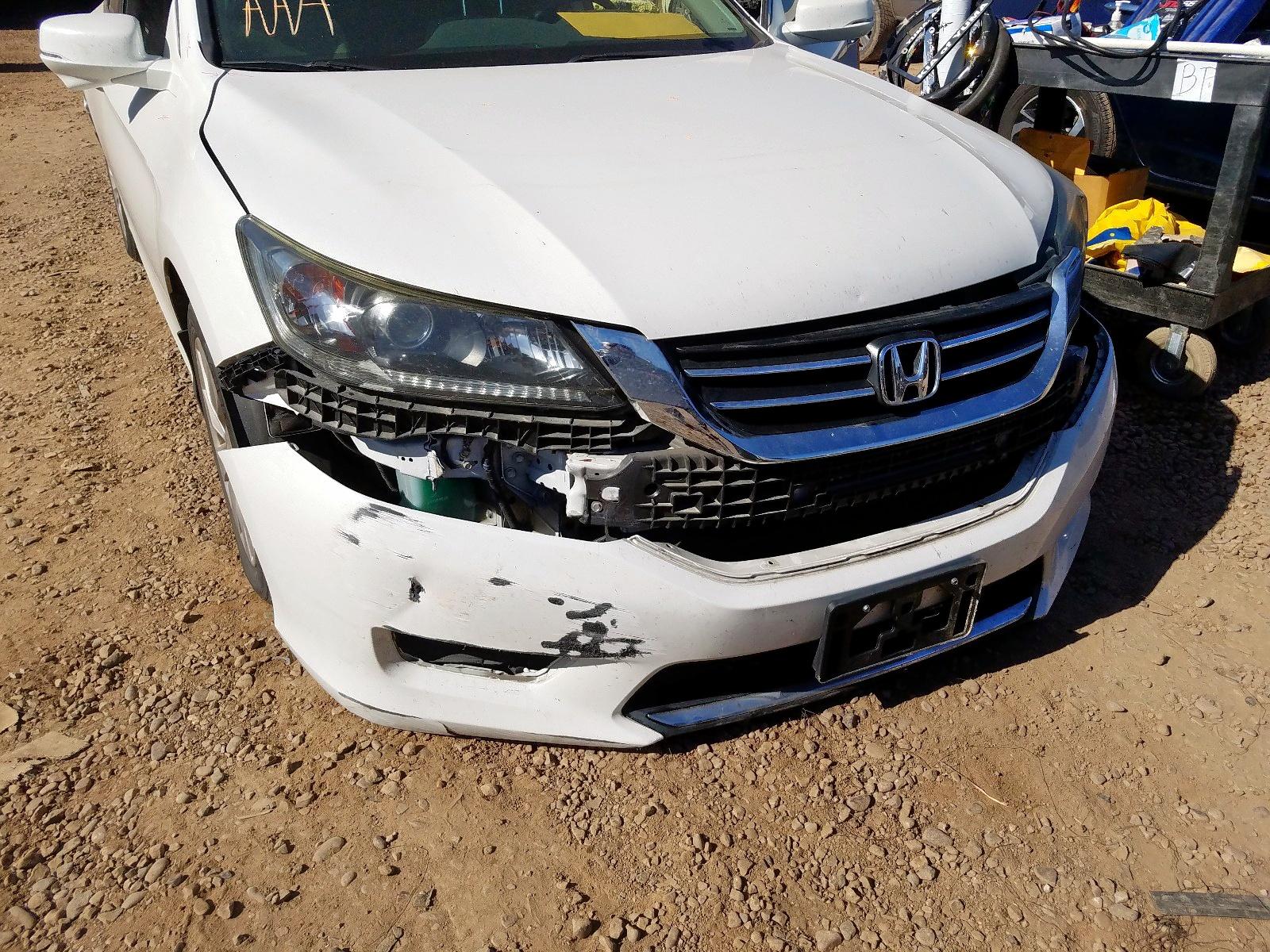 1HGCR2F75EA217906 - 2014 Honda Accord Ex 2.4L engine view