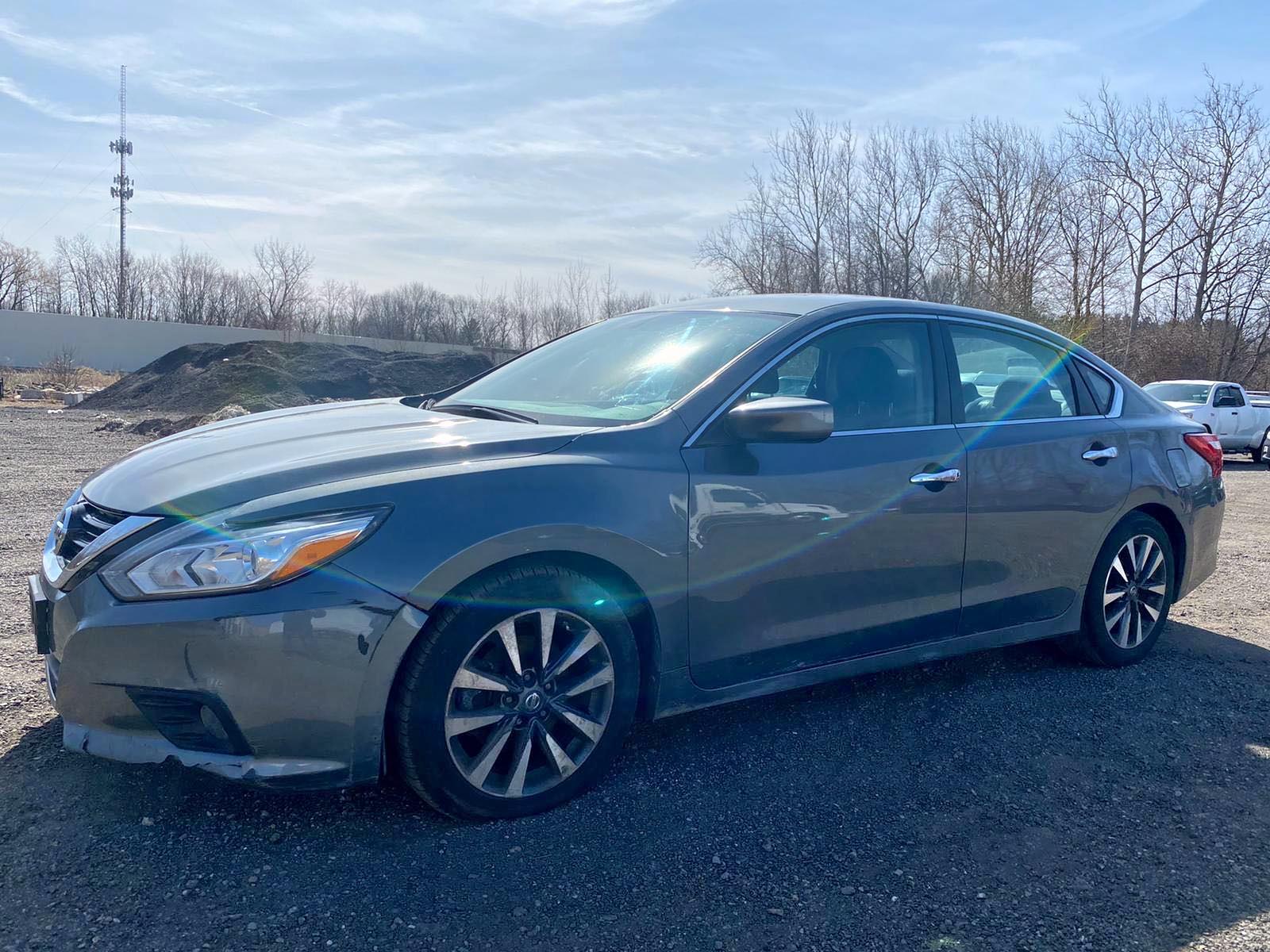 2017 Nissan Altima 2.5 2.5L Right View