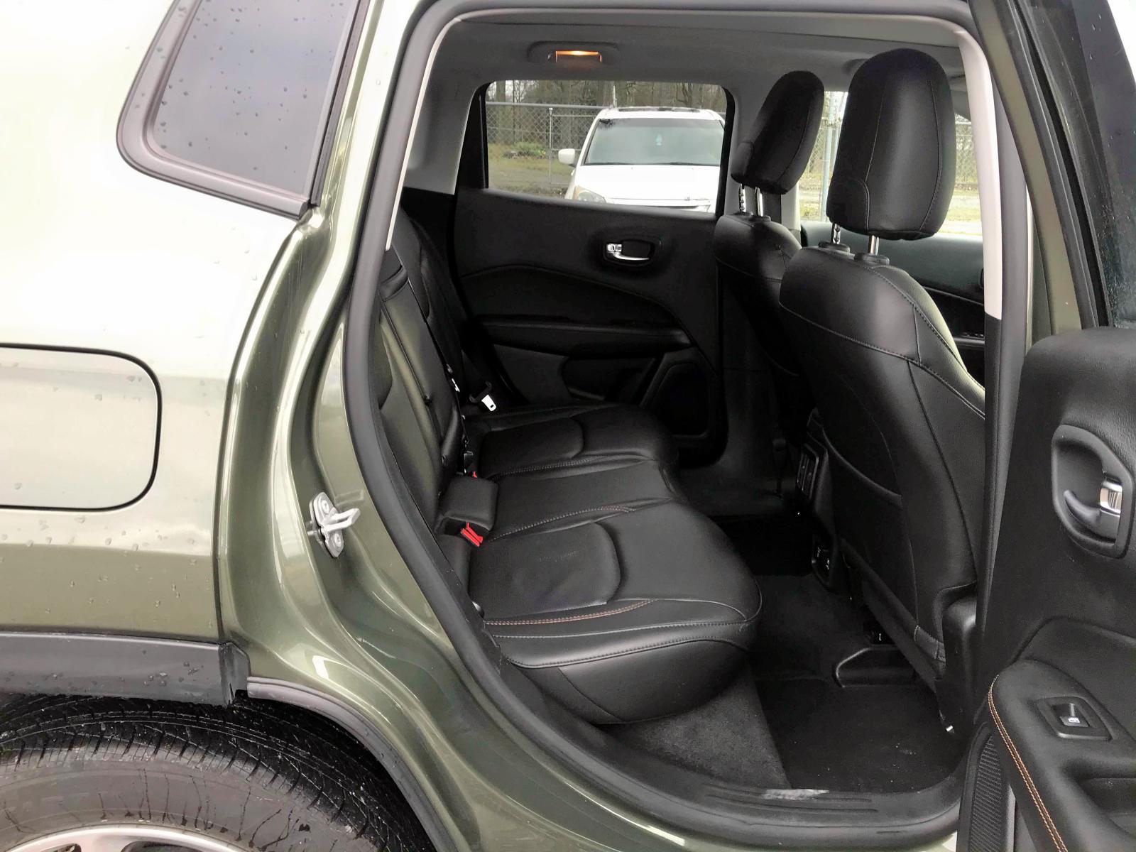 3C4NJCCB6JT240465 - 2018 Jeep Compass Li 2.4L detail view
