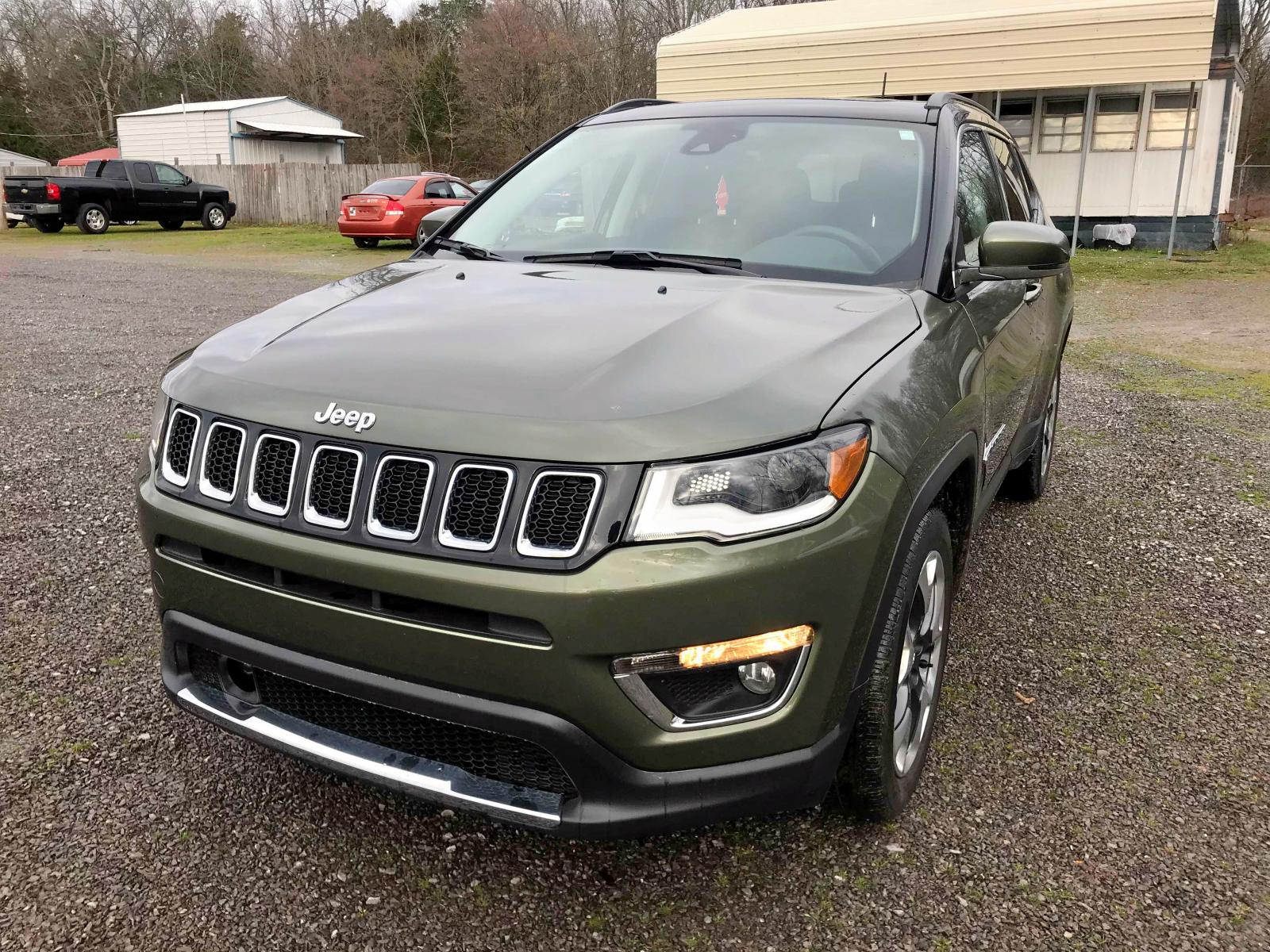 3C4NJCCB6JT240465 - 2018 Jeep Compass Li 2.4L Right View