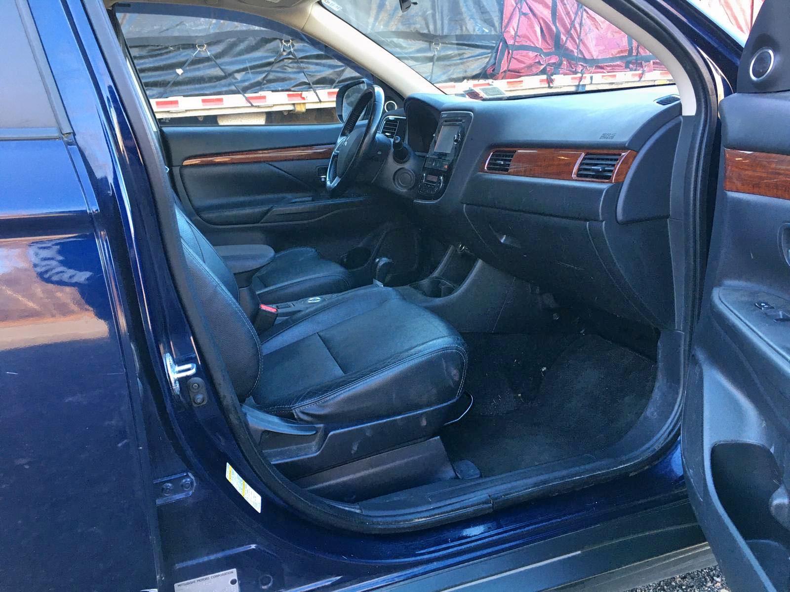 JA4AZ3A33EZ010863 - 2014 Mitsubishi Outlander 2.4L close up View