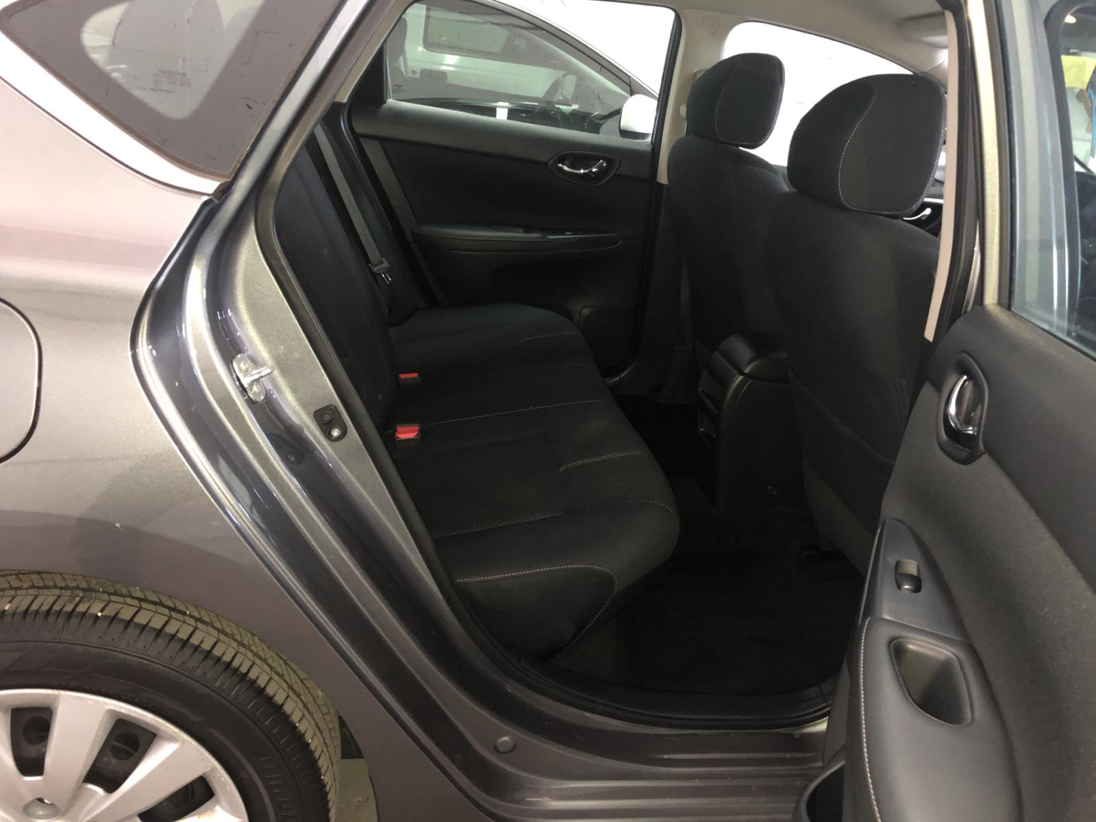 3N1AB7AP7GY245674 - 2016 Nissan Sentra S 1.8L detail view
