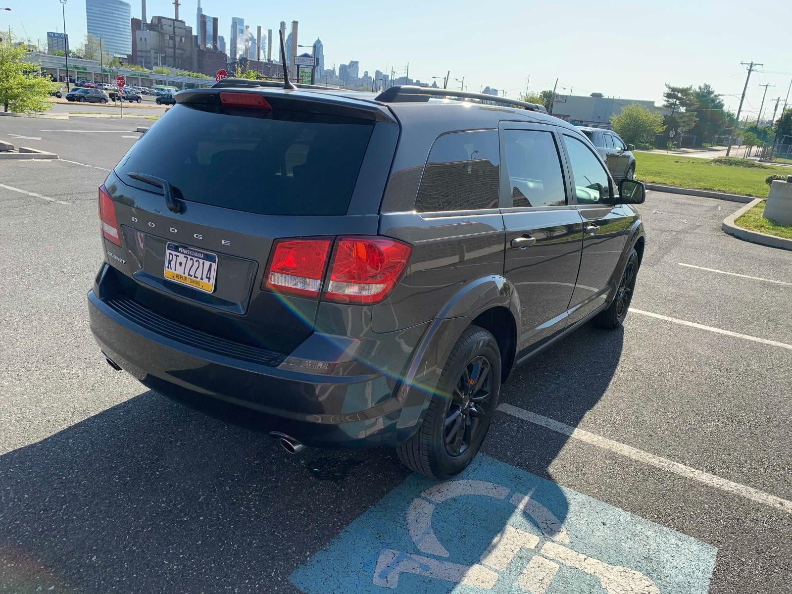 3C4PDCBG1KT804795 - 2019 Dodge Journey Se 3.6L rear view