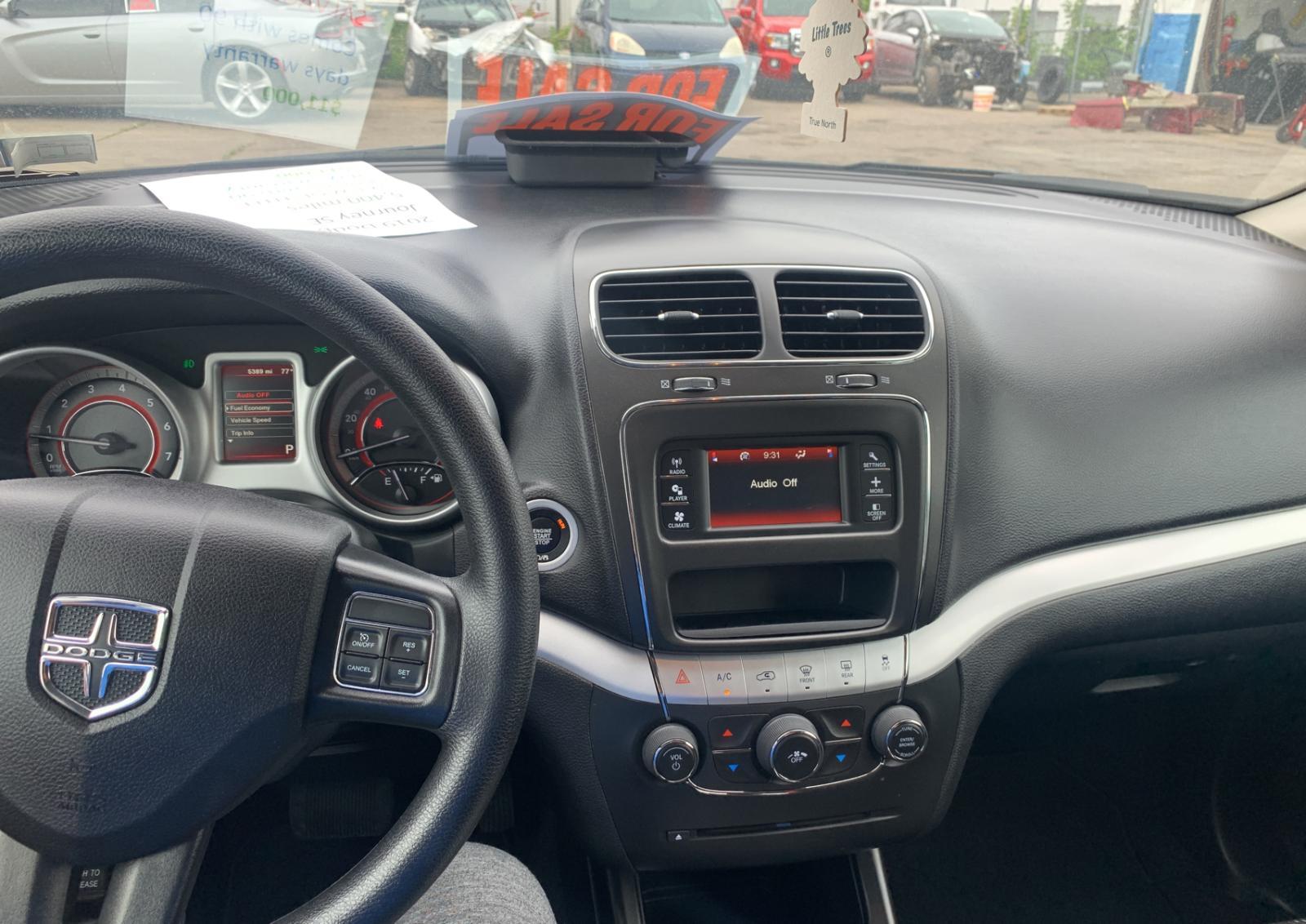 3C4PDCBG1KT804795 - 2019 Dodge Journey Se 3.6L engine view