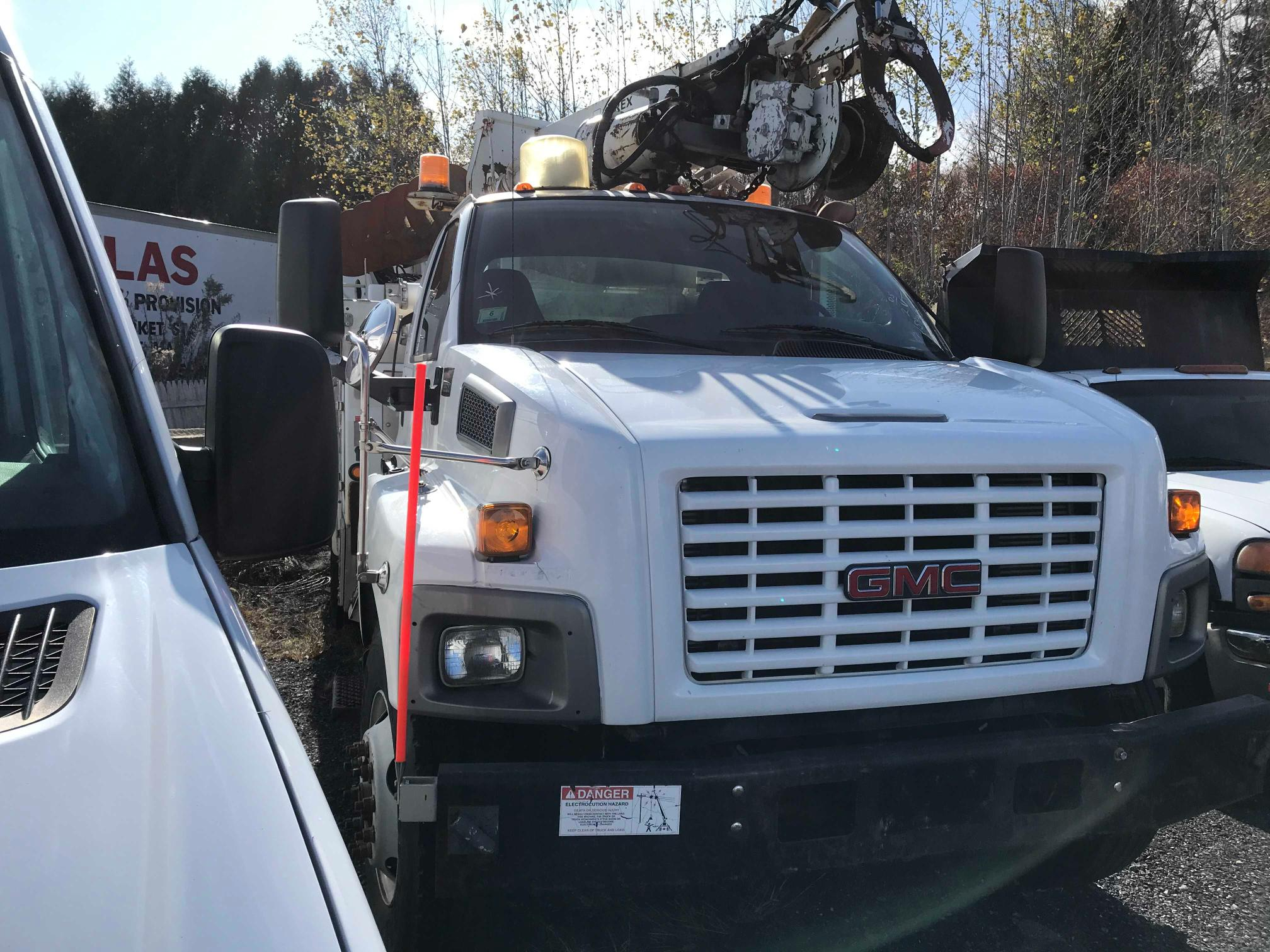 Salvage cars for sale from Copart North Billerica, MA: 2005 GMC C8500 C8C0