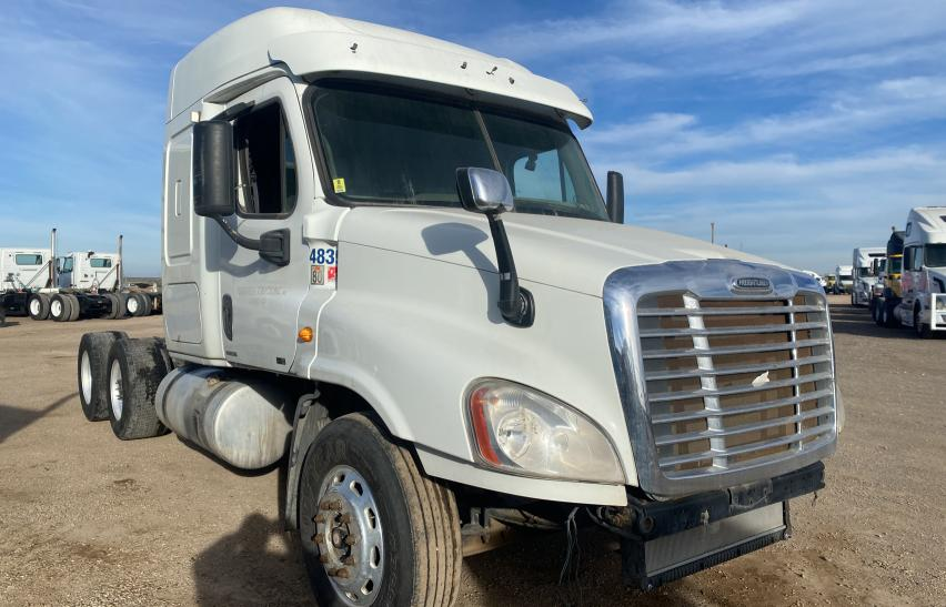 Salvage cars for sale from Copart Amarillo, TX: 2011 Freightliner Cascadia 1