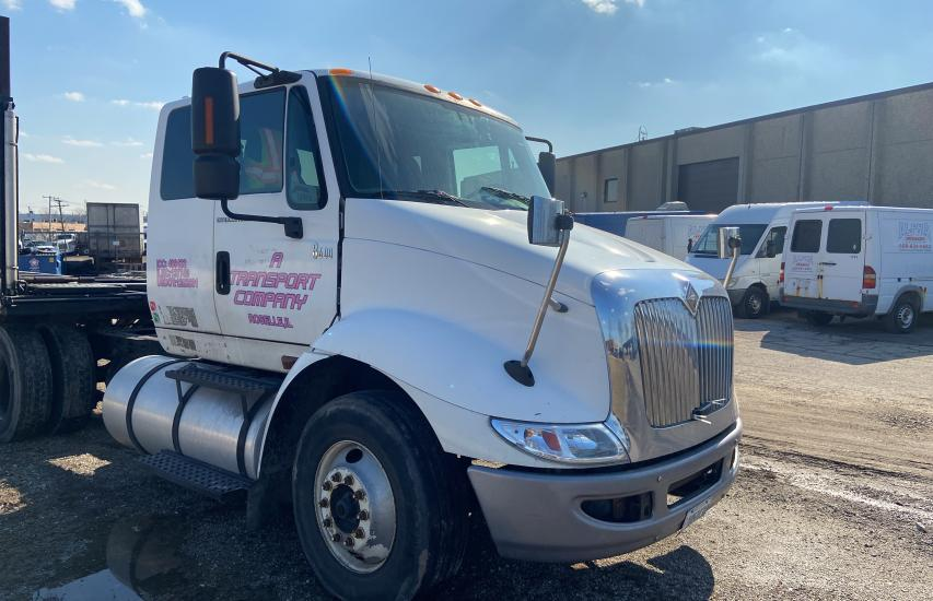 Salvage cars for sale from Copart Elgin, IL: 2007 International 8000 8600