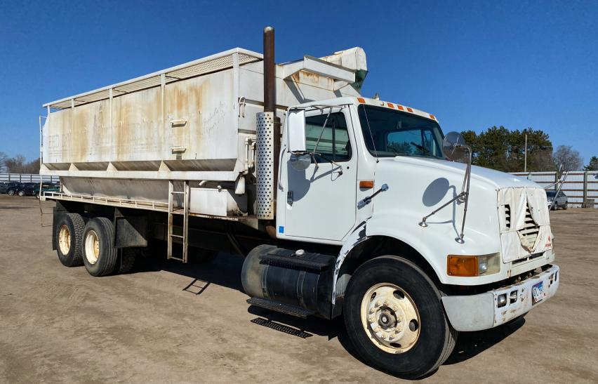 1998 International 8000 8100 for sale in Avon, MN