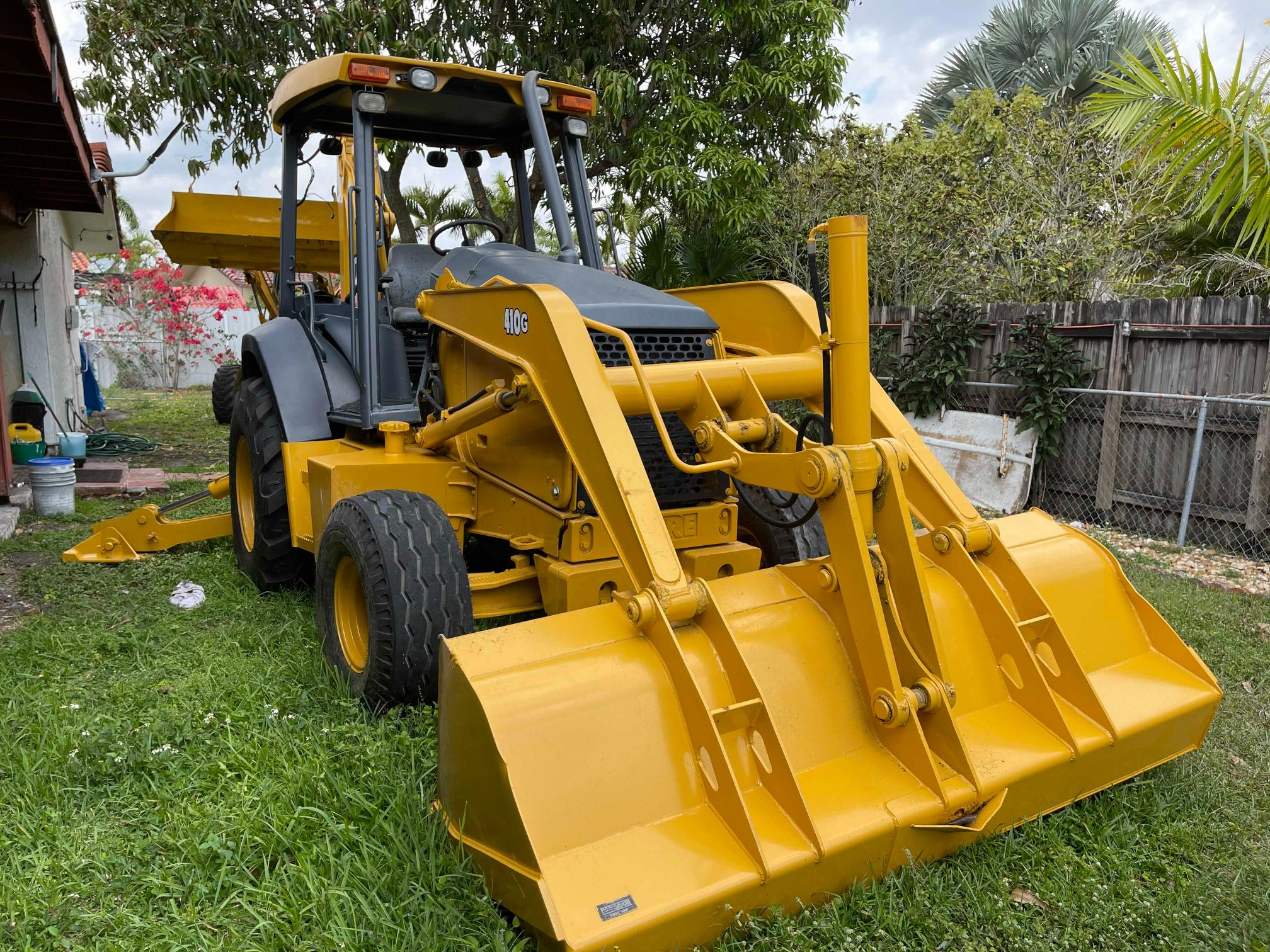2004 John Deere 410BACKHOE for sale in Homestead, FL