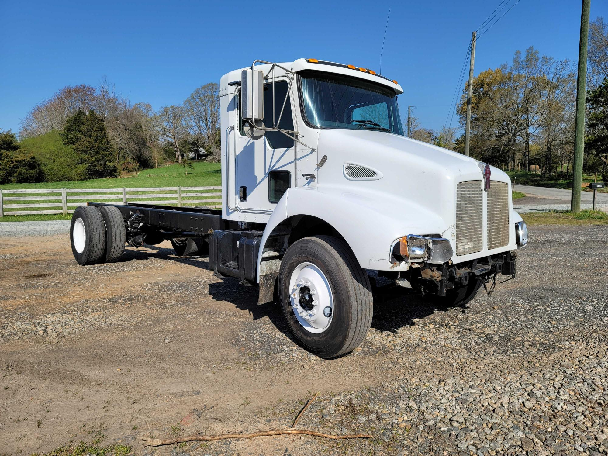 Salvage cars for sale from Copart Chatham, VA: 2004 Kenworth Construction