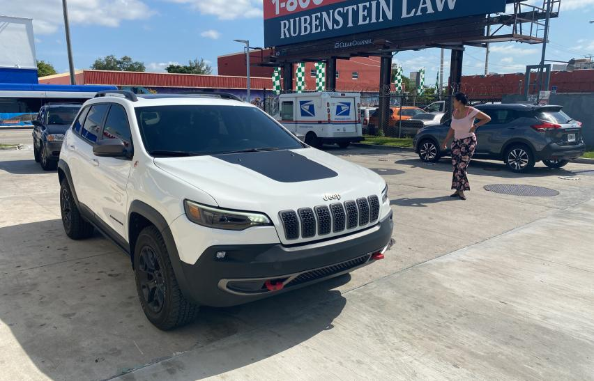 Salvage cars for sale from Copart Homestead, FL: 2019 Jeep Cherokee T