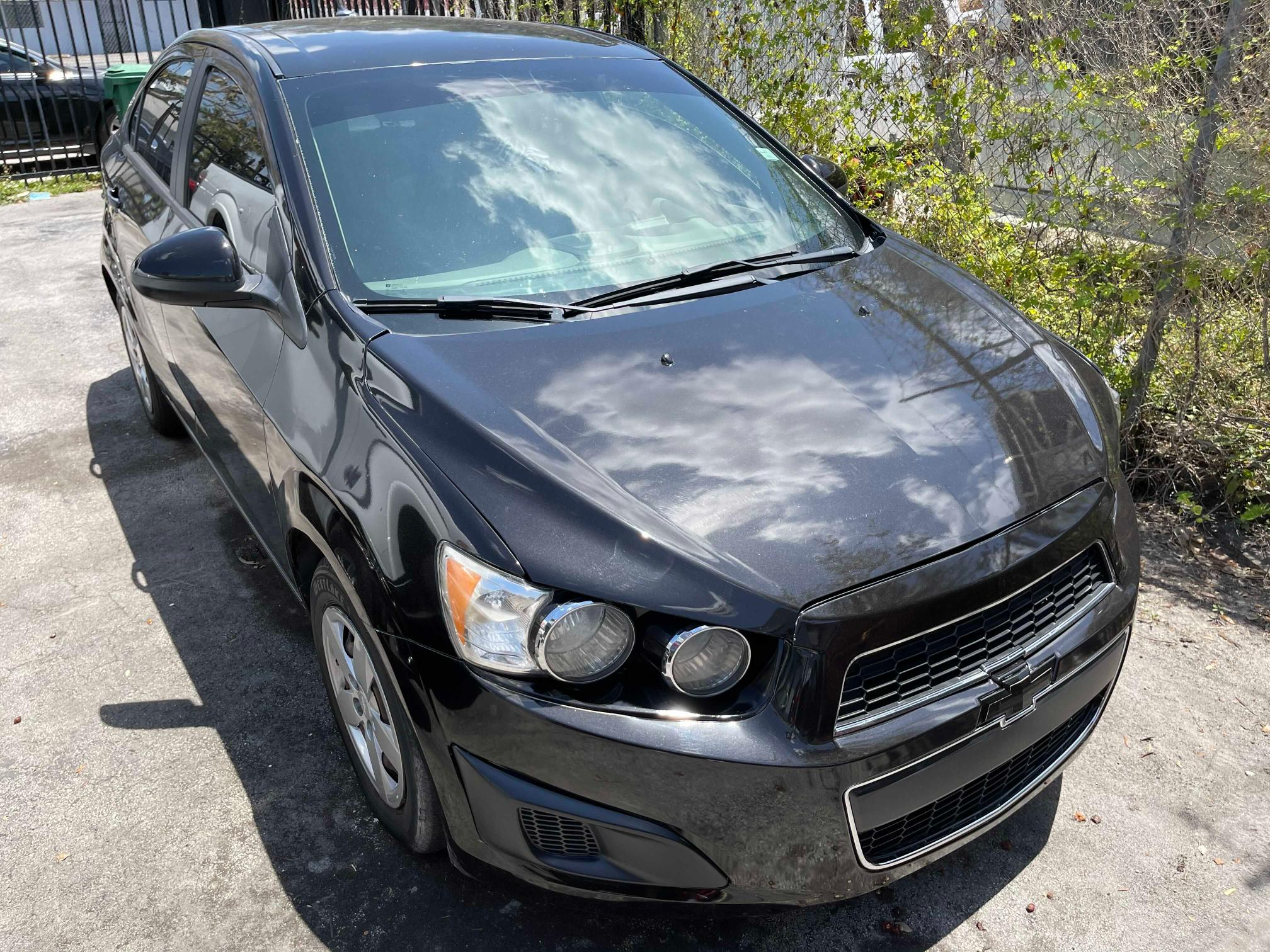 Salvage cars for sale from Copart Opa Locka, FL: 2014 Chevrolet Sonic LS