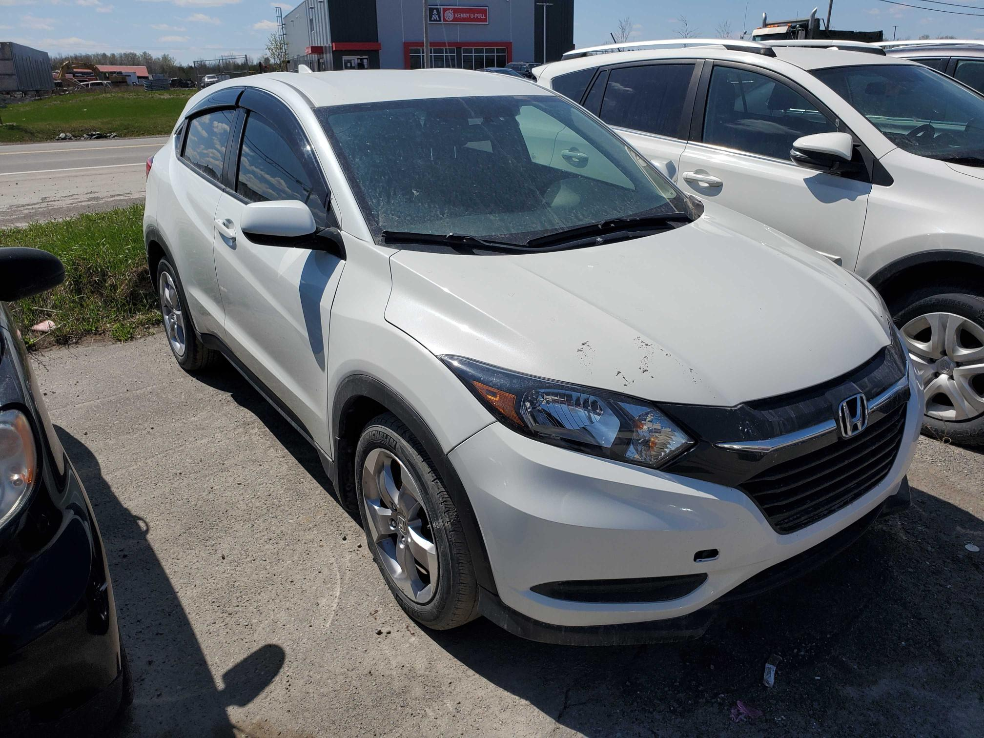 Salvage cars for sale from Copart Montreal Est, QC: 2017 Honda HR-V LX