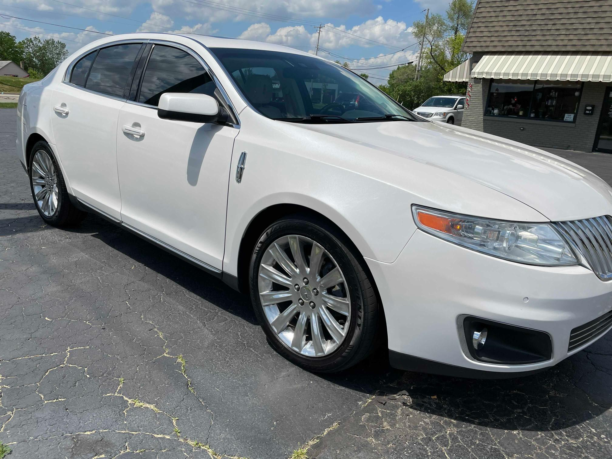 Salvage cars for sale from Copart Cudahy, WI: 2012 Lincoln MKS