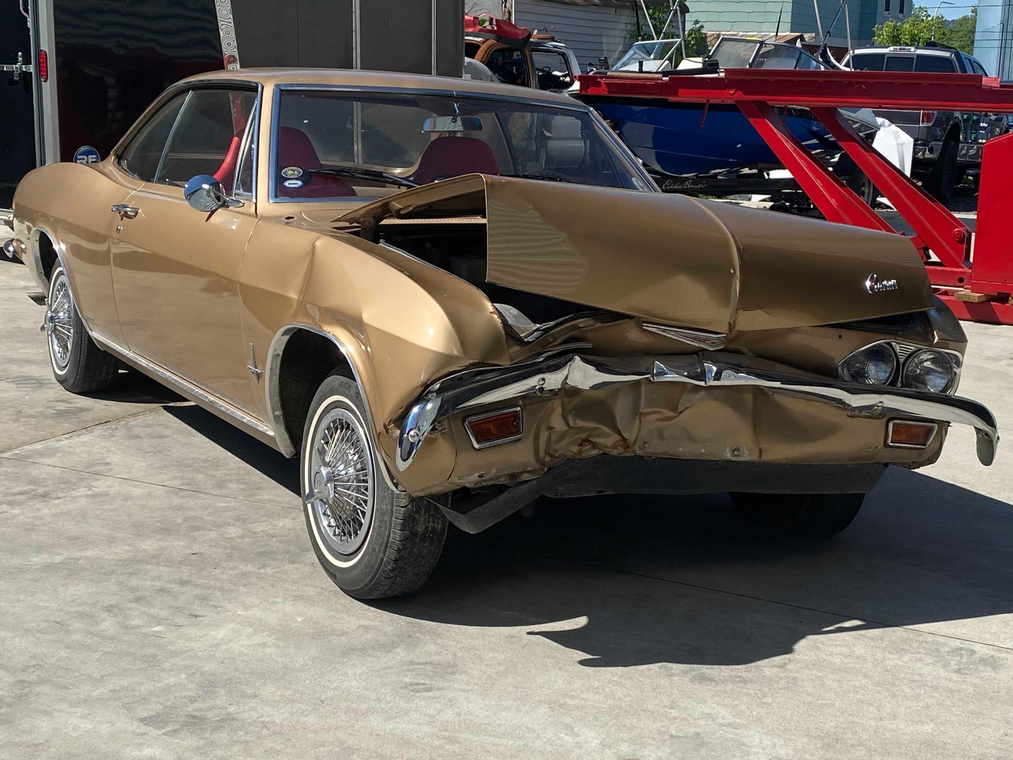Carros salvage clásicos a la venta en subasta: 1965 Chevrolet Corvair