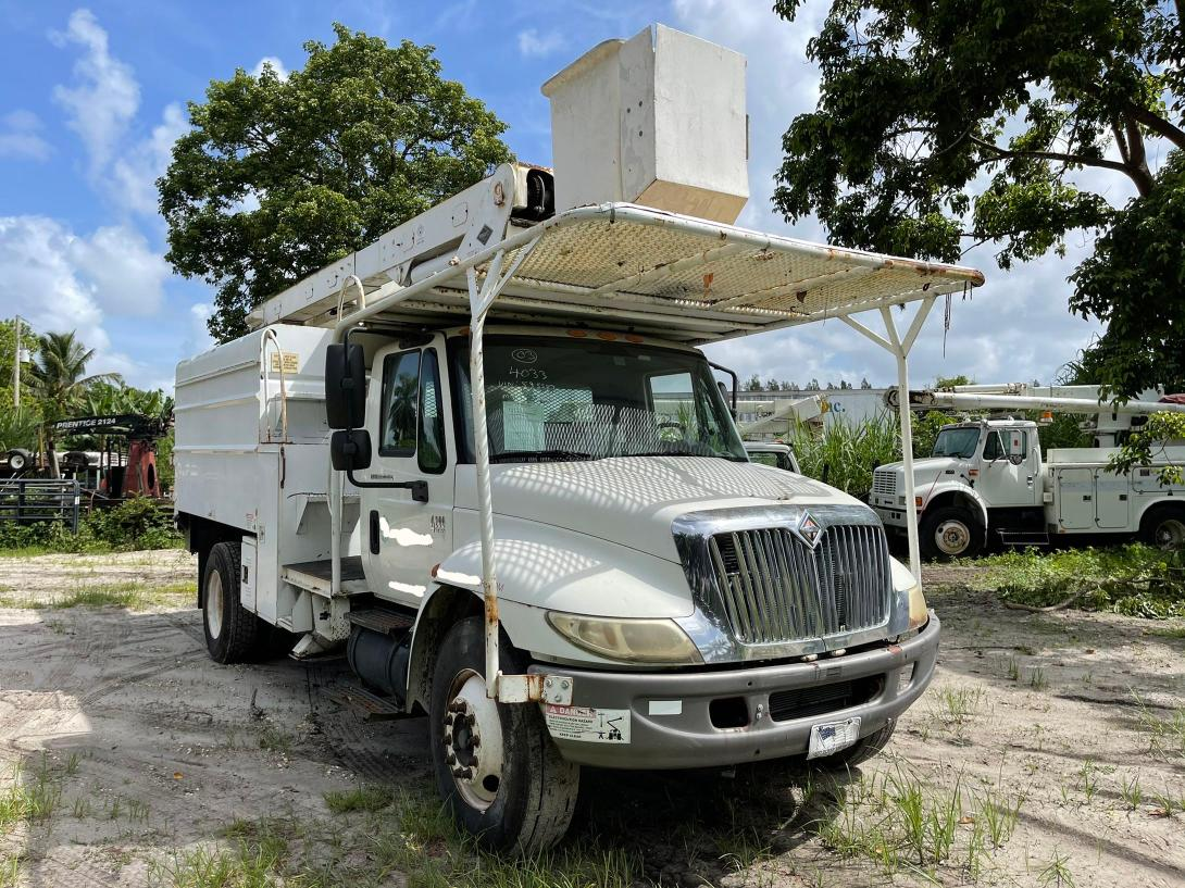 Salvage cars for sale from Copart Opa Locka, FL: 2003 International 4000 4200