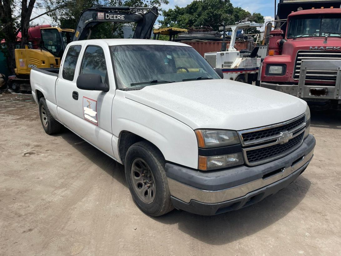 Salvage cars for sale from Copart Opa Locka, FL: 2007 Chevrolet Silverado