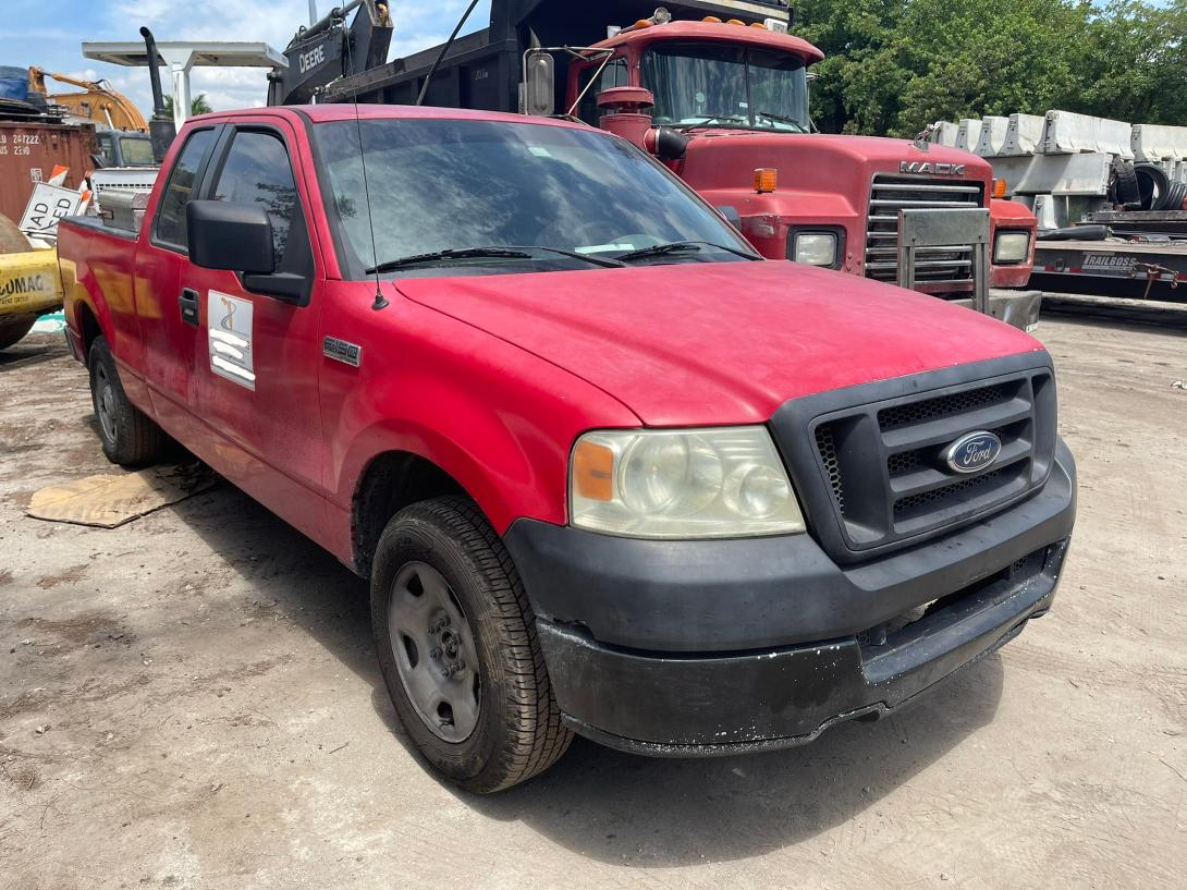Salvage cars for sale from Copart Opa Locka, FL: 2005 Ford F150