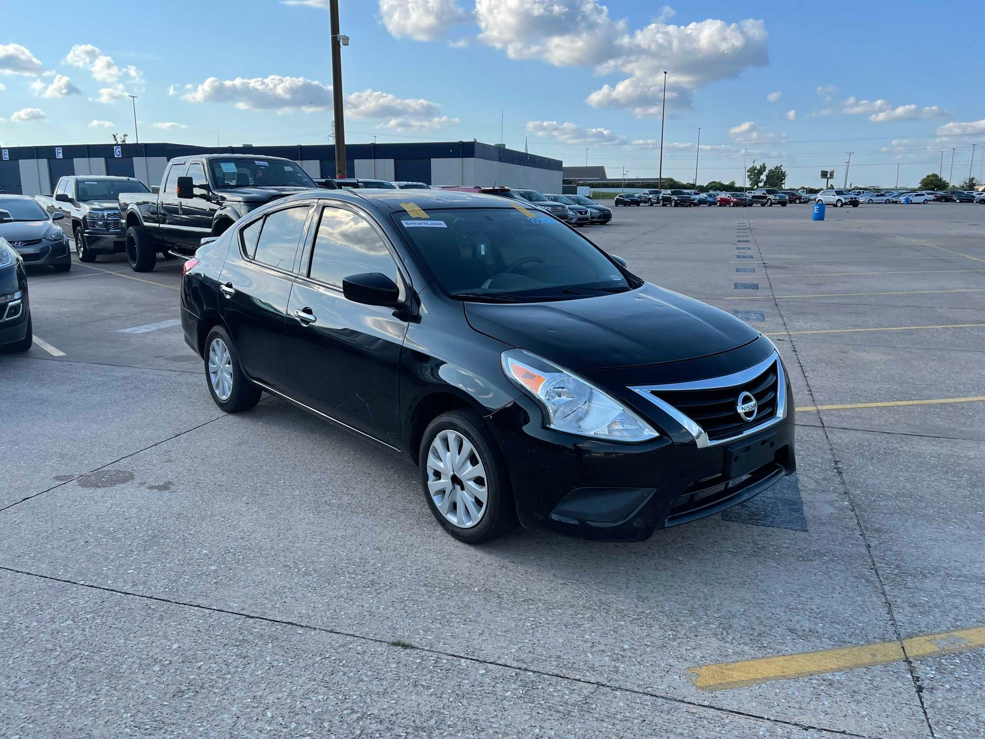 Vehiculos salvage en venta de Copart Oklahoma City, OK: 2017 Nissan Versa S