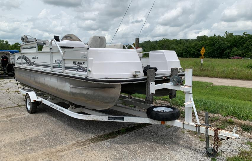 Salvage cars for sale from Copart Rogersville, MO: 2000 Lnda Marine Lot