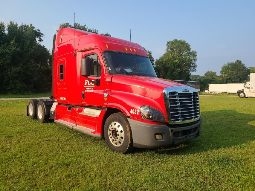 Salvage cars for sale from Copart Spartanburg, SC: 2010 Freightliner Cascadia 1