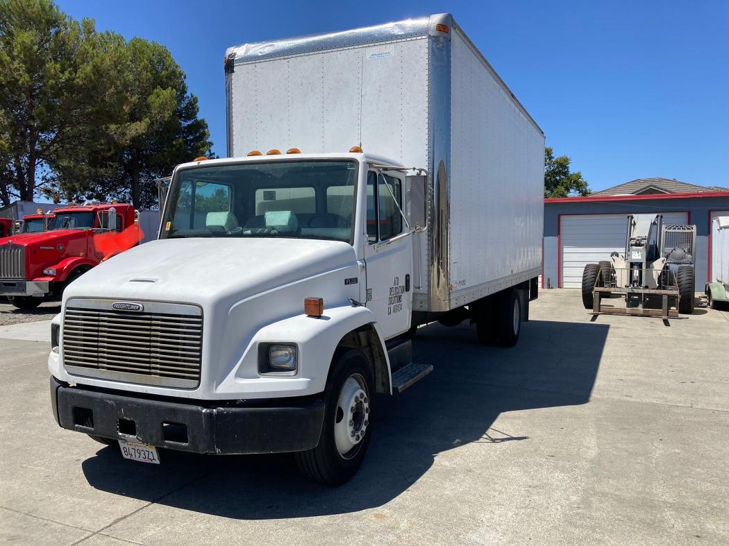 Freightliner Medium CON salvage cars for sale: 2000 Freightliner Medium CON