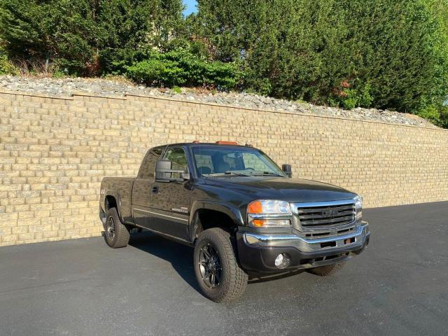 Salvage cars for sale from Copart Mendon, MA: 2003 GMC Sierra K25