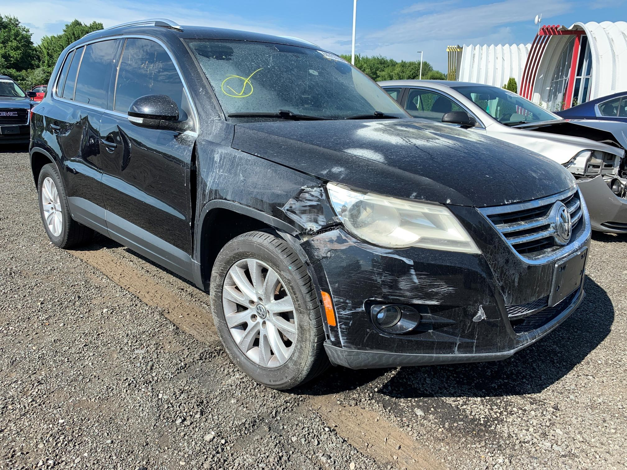 Salvage cars for sale from Copart East Granby, CT: 2009 Volkswagen Tiguan SE