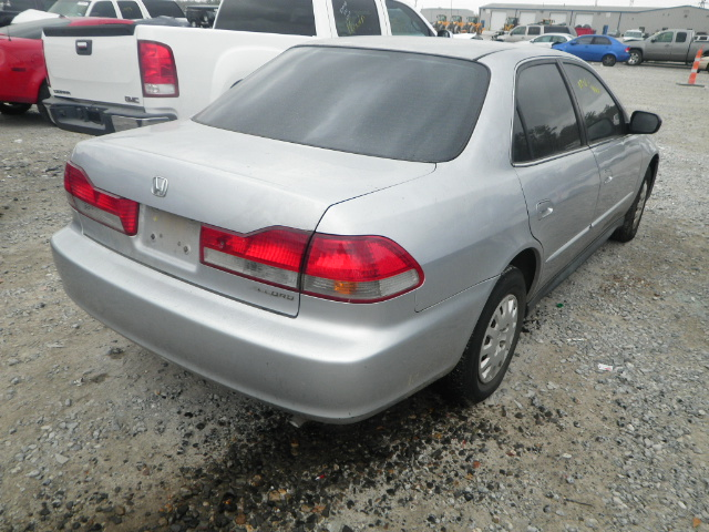 1HGCF866X2A004822 - 2002 HONDA ACCORD VAL 2.3L rear view