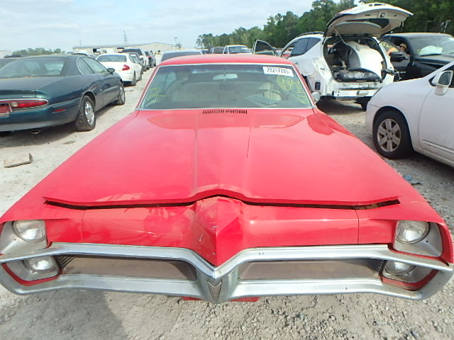 262877R107841 - 1965 PONTIAC BONNEVILLE engine view