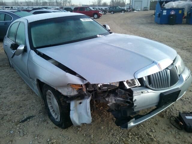 Salvage 2000 Lincoln TOWN CAR E for sale