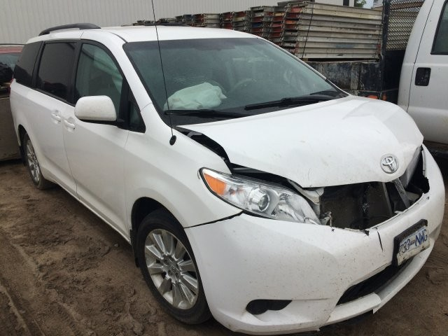 5TDJK3DC2BS015121 - 2011 TOYOTA SIENNA LE 3.5L Right View