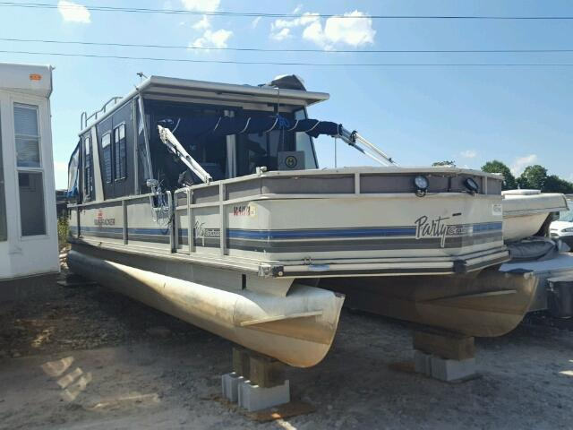 Salvage 1991 Suntracker BOAT for sale