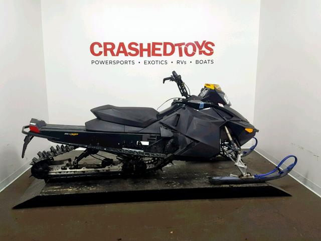 photo SKIDOO SNOWMOBILE 2010