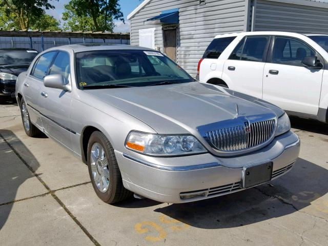 1LNHM83WX3Y604968-2003-lincoln-towncar